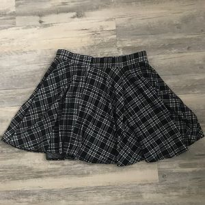 Forever 21 Houndstooth Print Plaid Way Skirt